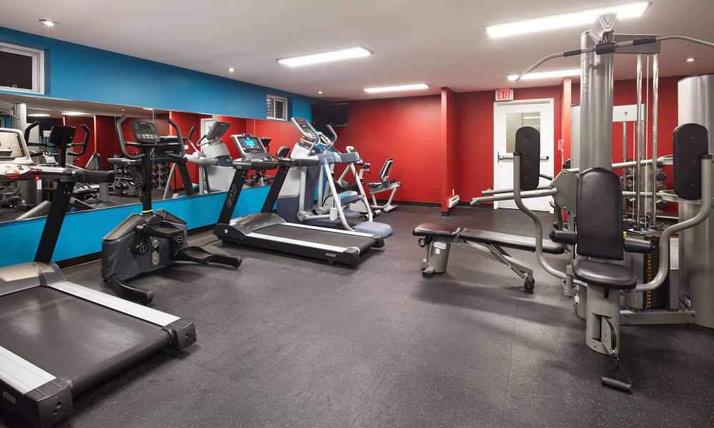 Bayview Mews offers a fitness center in North York, Ontario