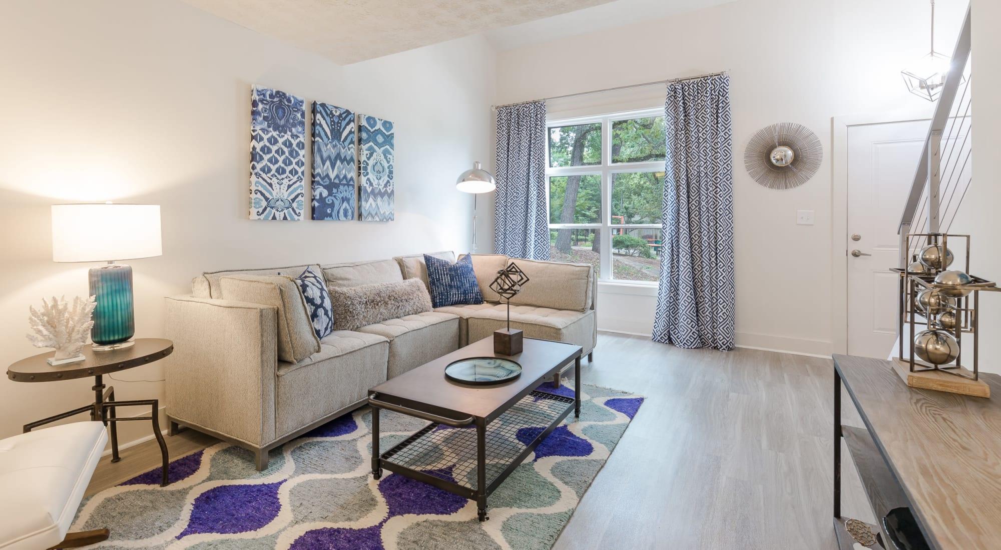 living room with modern furniture at Castlegate Property Group in Atlanta, GA