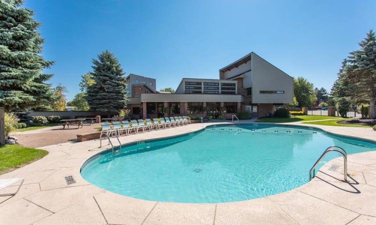 Idylwood Resort Apartments swimming pool in Cheektowaga, NY