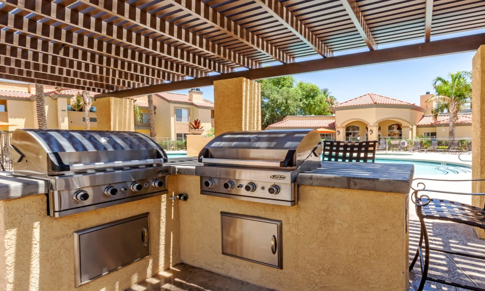 Outdoor BBQ Area at Tresa at Arrowhead Apartments in Glendale, AZ