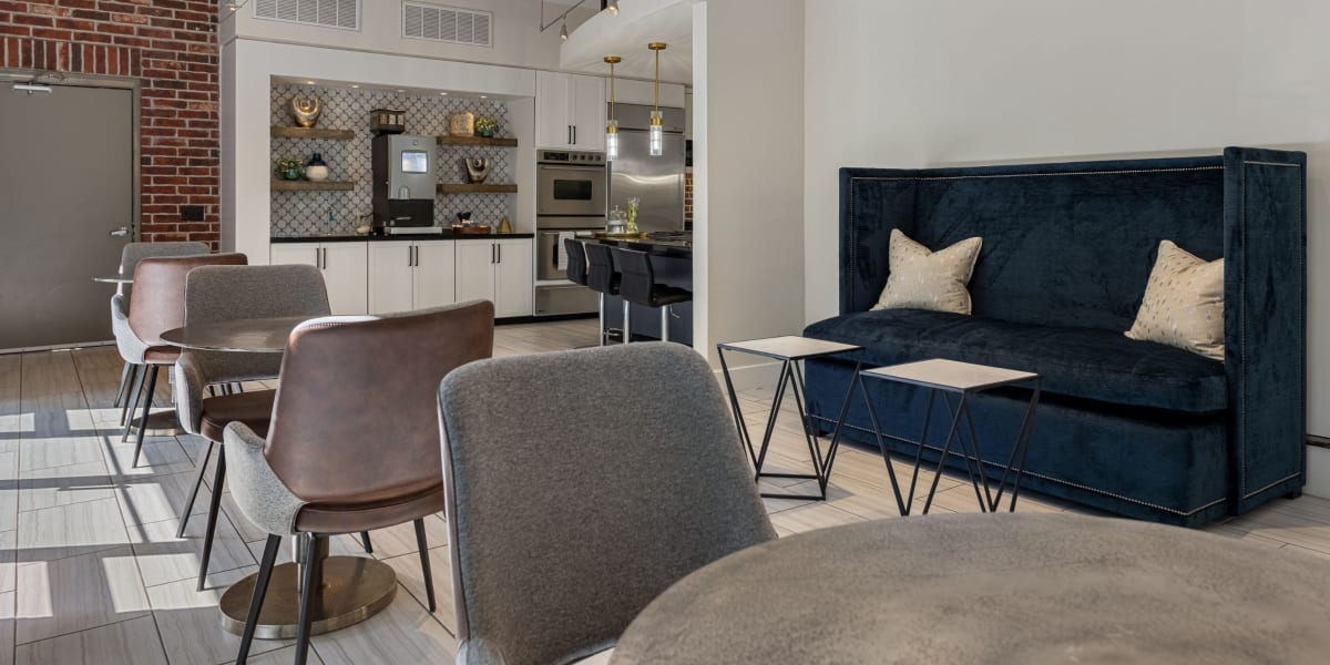 Clubroom with a kitchen and seating Marquis Lofts on Sabine in Houston, Texas