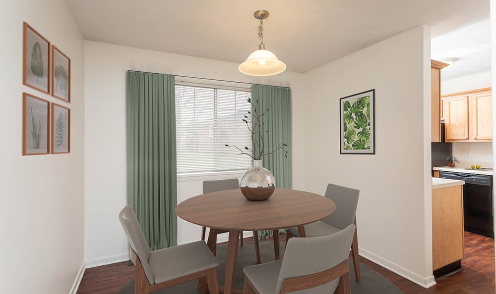 Dining Room at Waverlywood Apartments and Townhomes home in Webster, NY