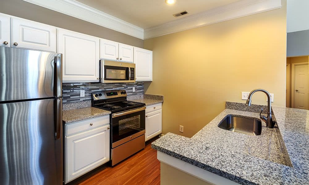 Beautiful kitchen at Christopher Wren Apartments in Wexford, PA