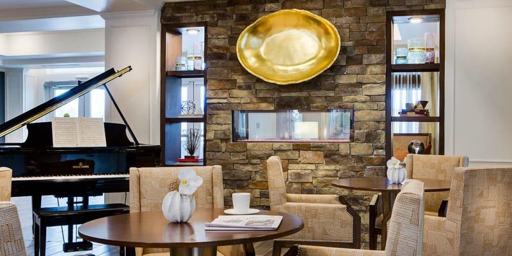 Lounge at Stonecrest at Burlington Creek in Kansas City, Missouri