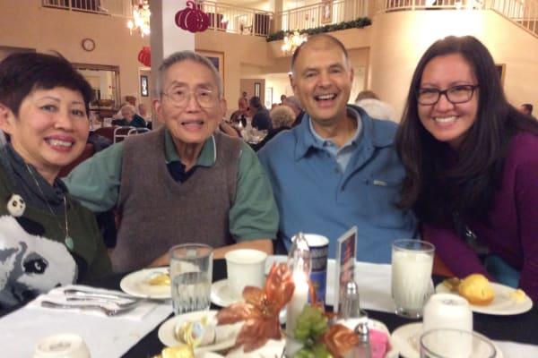 Residents at Edgewood Point Assisted Living in Beaverton, Oregon enjoying dinner