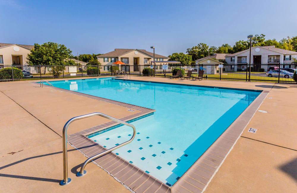 The swimming pool at The Retreat at Sherwood in Sherwood, Arkansas