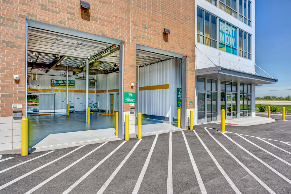 Drive up access at Metro Self Storage in St. Charles