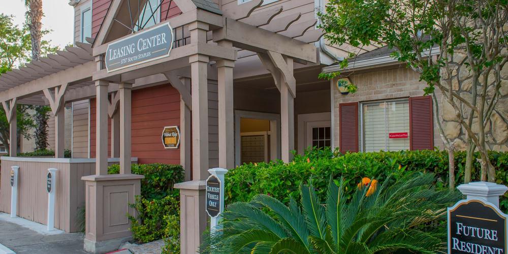 Exterior of Walnut Ridge Apartments in Corpus Christi, Texas