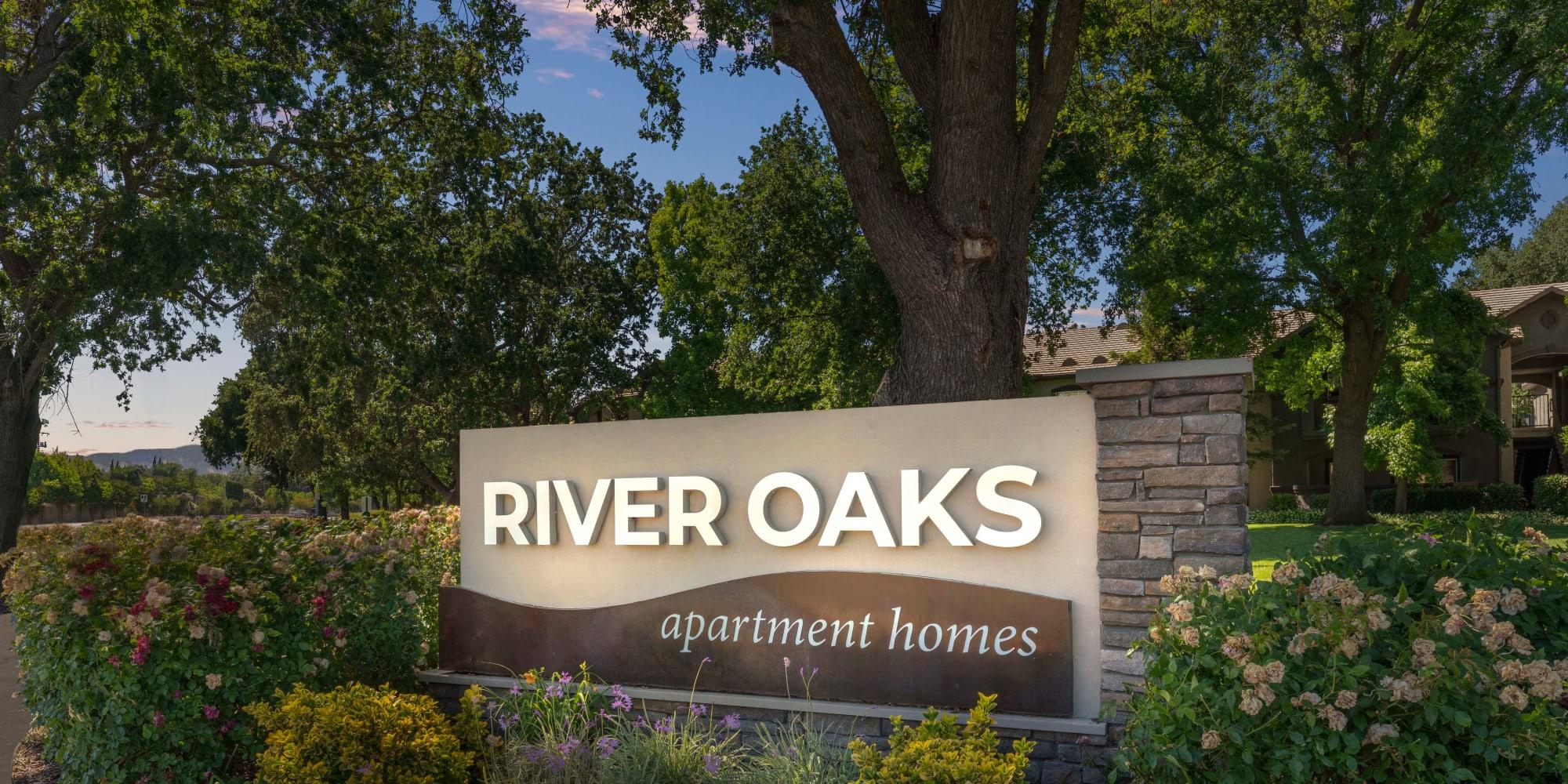 Vacaville, California, apartments at River Oaks Apartment Homes