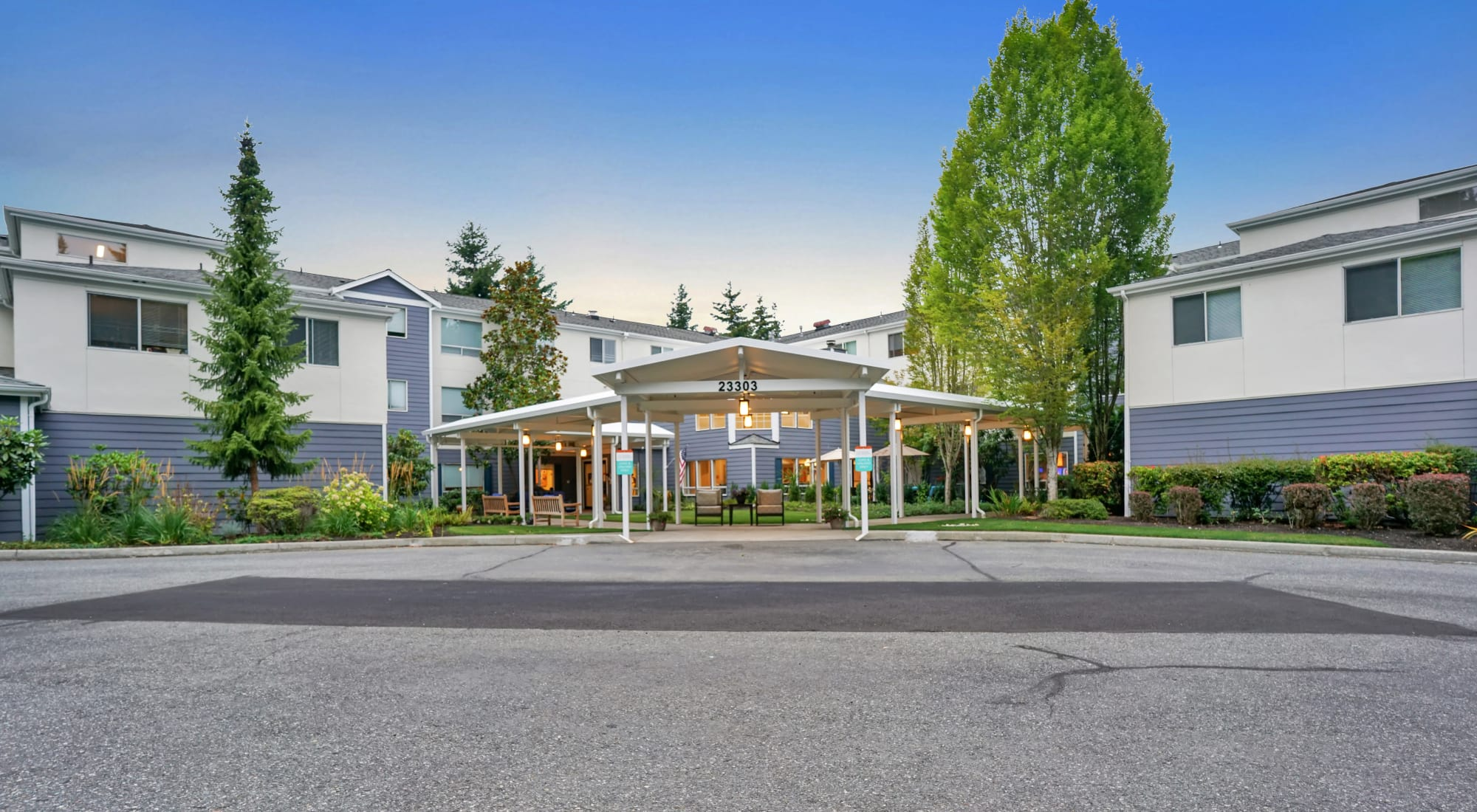 Entrance to building at Mountlake Terrace Plaza in Mountlake Terrace, Washington