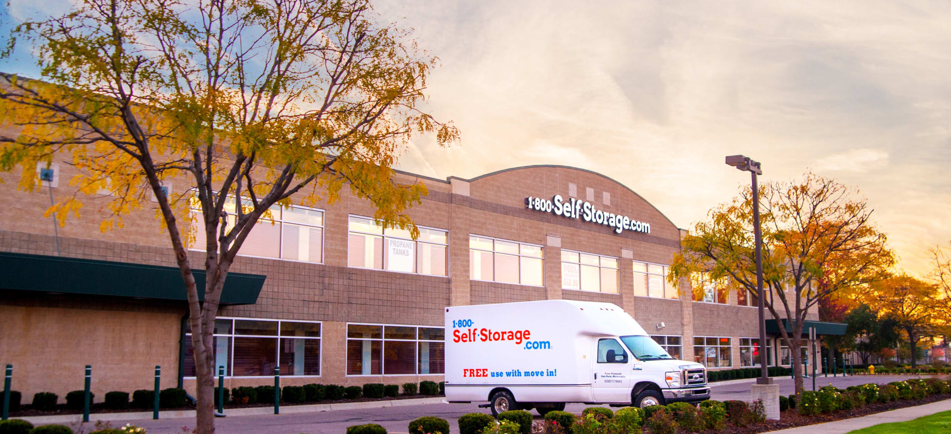 Self storage in Oak Park MI