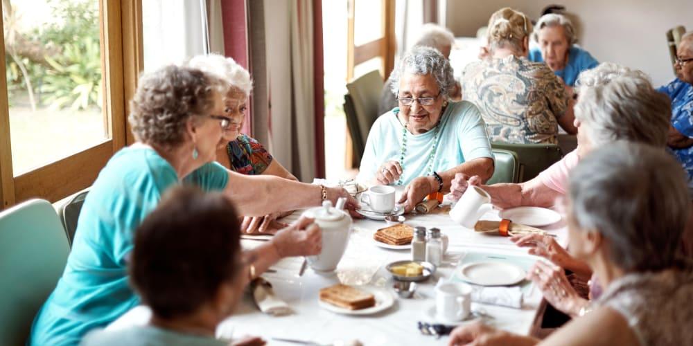 Residents having a meal at The Springs at Lancaster Village in Salem, Oregon