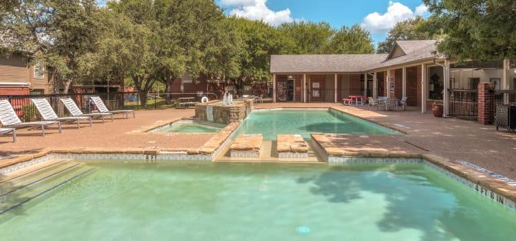 Cedar Glen Apartments swimming pool