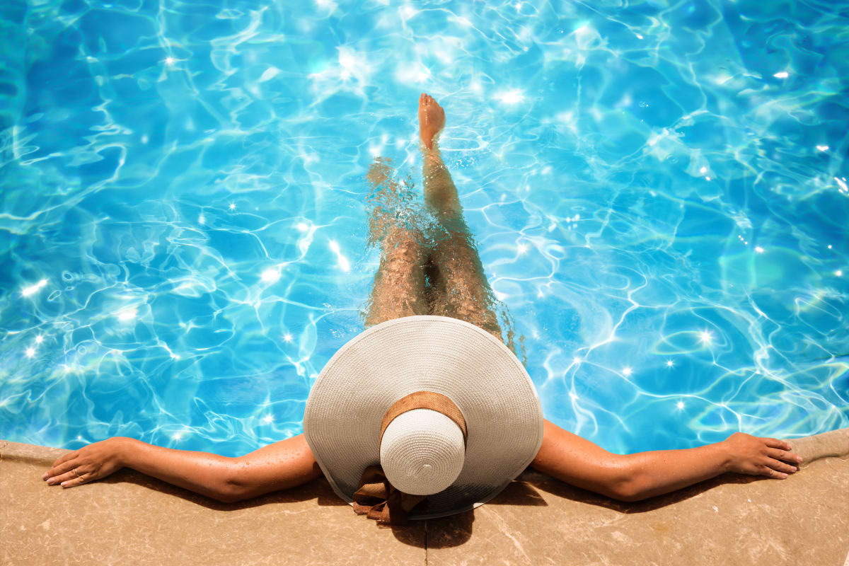 Woman enjoying the pool at The Summit at Sunnybrook Village in Sioux City, Iowa