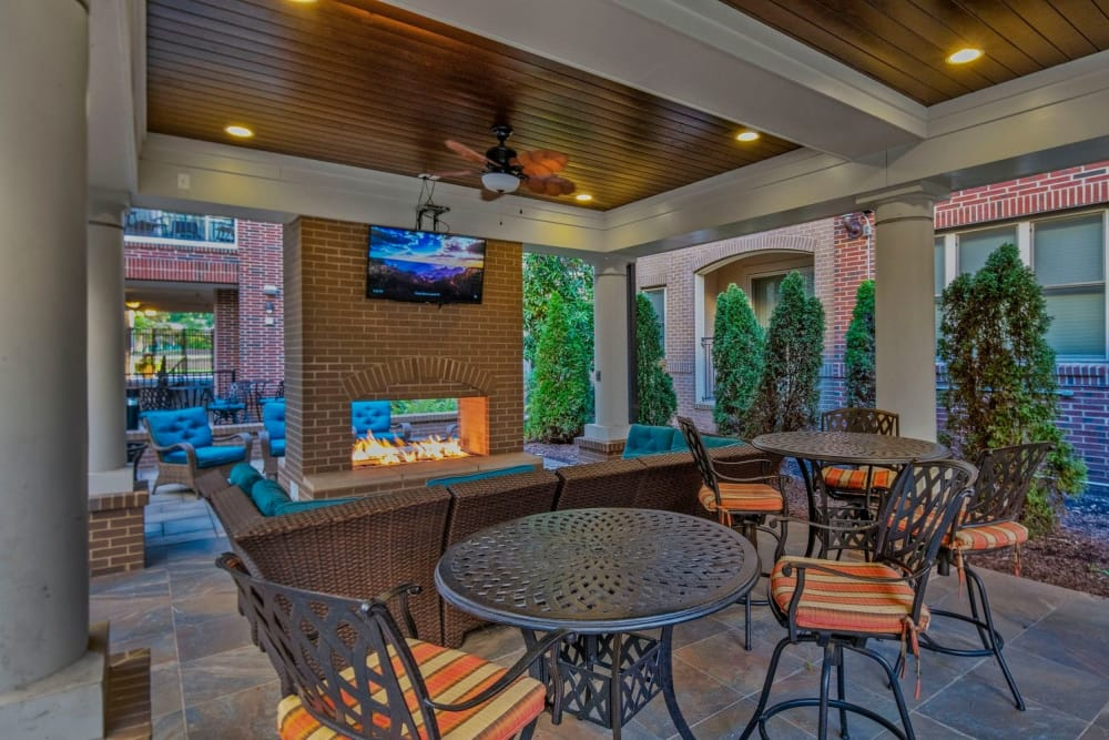 outdoor-fireplace-area-raleigh-nc-apartments