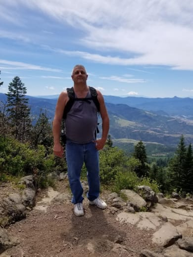 Robert McGowan: Maintenance Director Lakeland Senior Living in Eagle Point, Oregon
