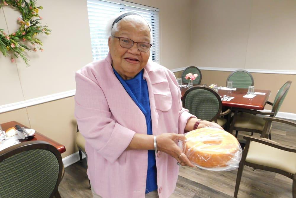 A resident holding a cake at Bradenton Oaks in Bradenton, Florida