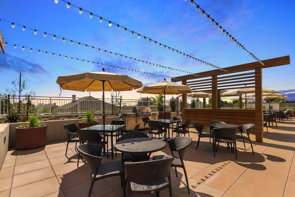 Rooftop patio at Merrill Gardens at Rockridge