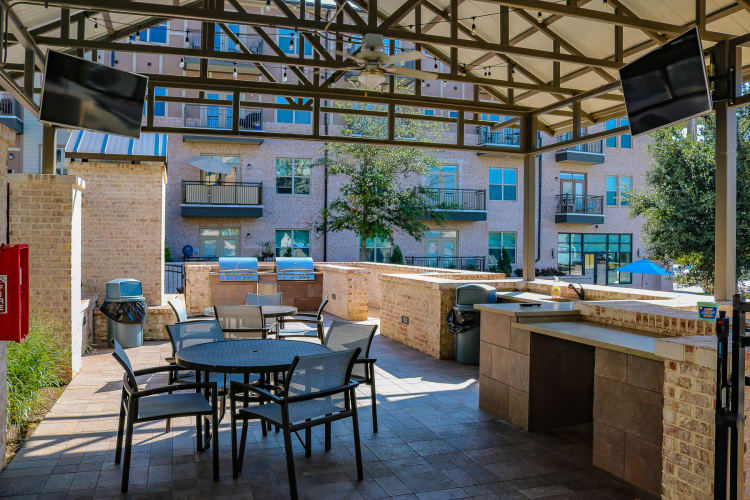 Spacious bbq area at Bradford Luxury Apartments & Townhomes in Cary, North Carolina