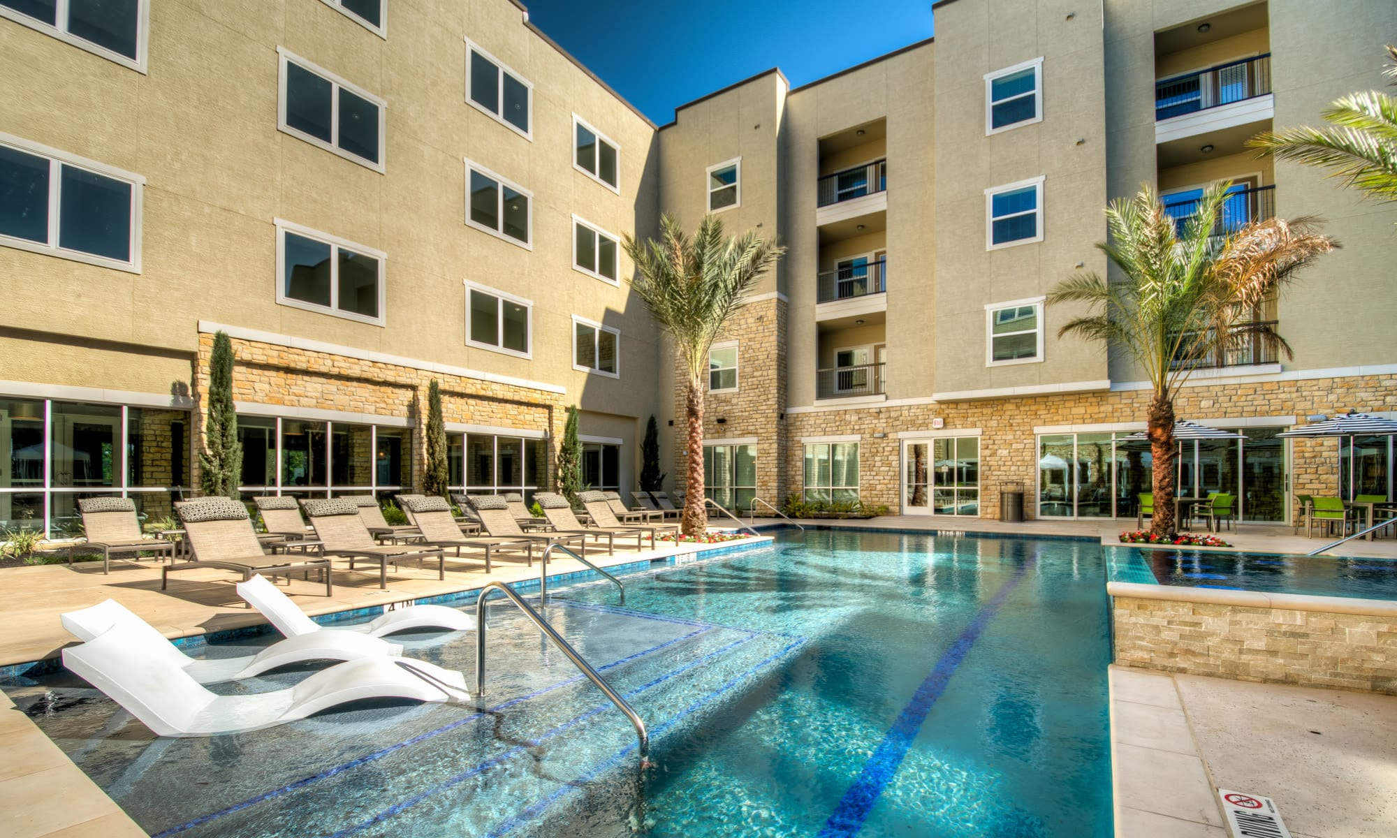 The Abbey at Dominion Crossing offers a luxury swimming pool in San Antonio, TX