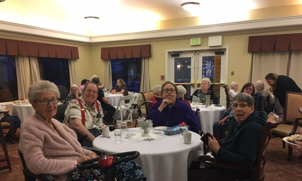 Dining Service at Woodside Senior Living in Springfield, Oregon