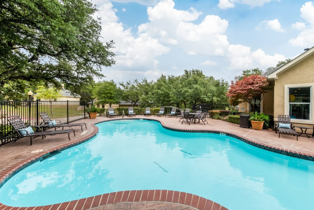 Dazzling blue swimming pool at Marquis at TPC in San Antonio, Texas