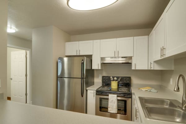 white renovated kitchen model at Carriage House Apartments in Vancouver,WA