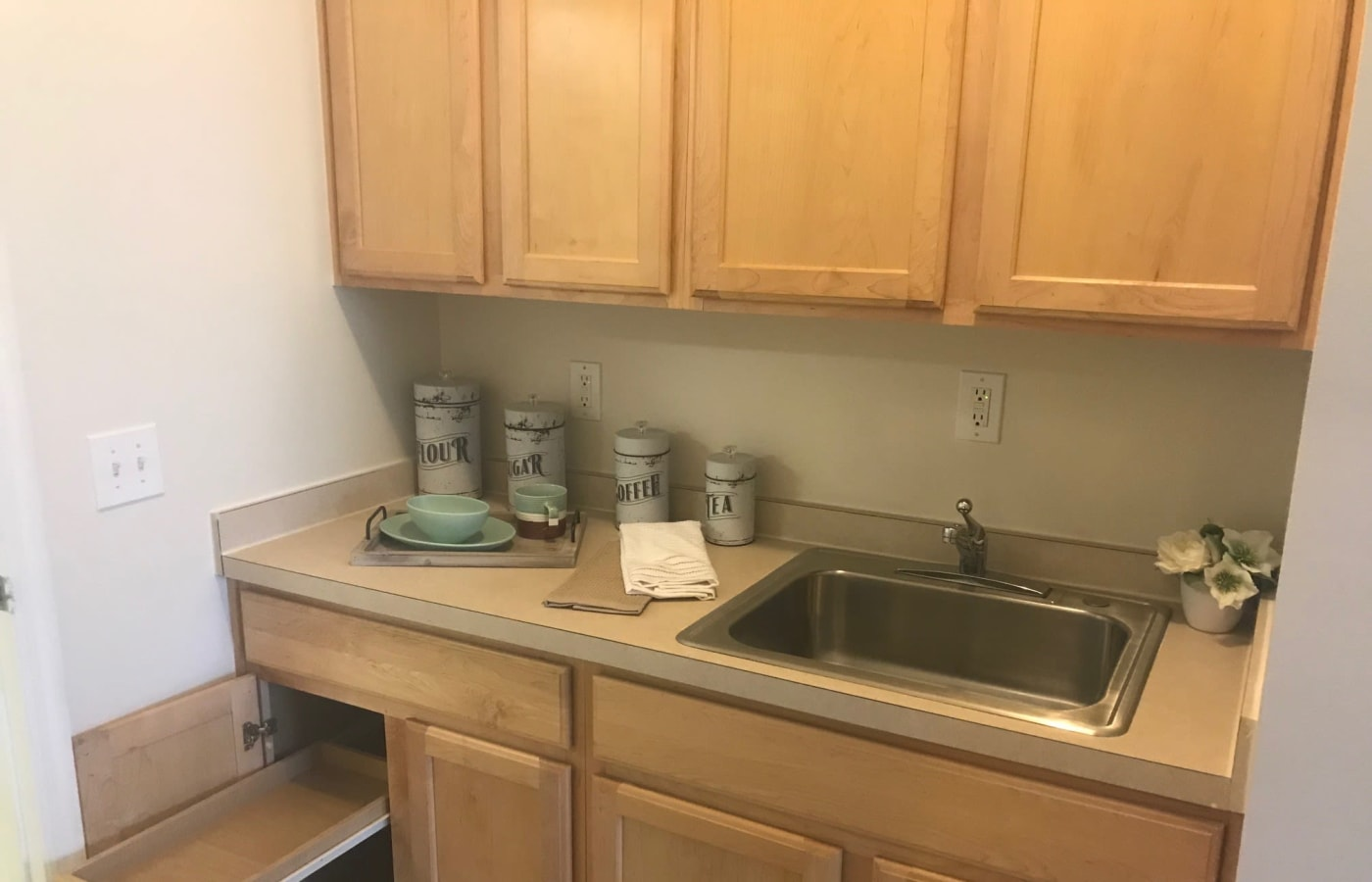Resident kitchenette at Arcadian Cove in Richmond, Kentucky.