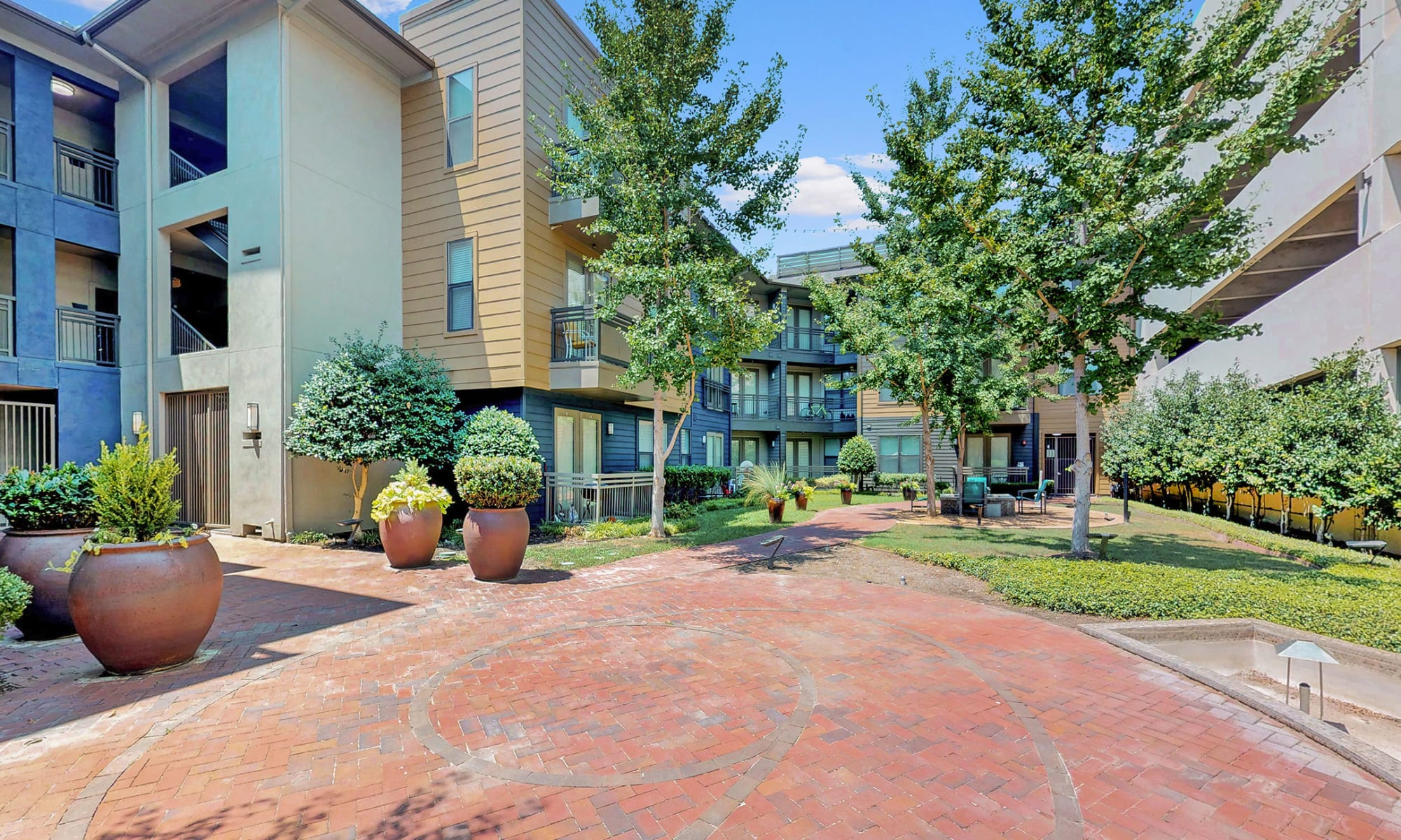 Apartments in Garland, Texas at 5th Street Crossing at City Station