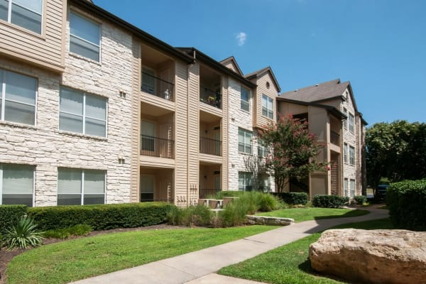 Exterior view of Ridgecrest Apartment Homes in Austin, Texas