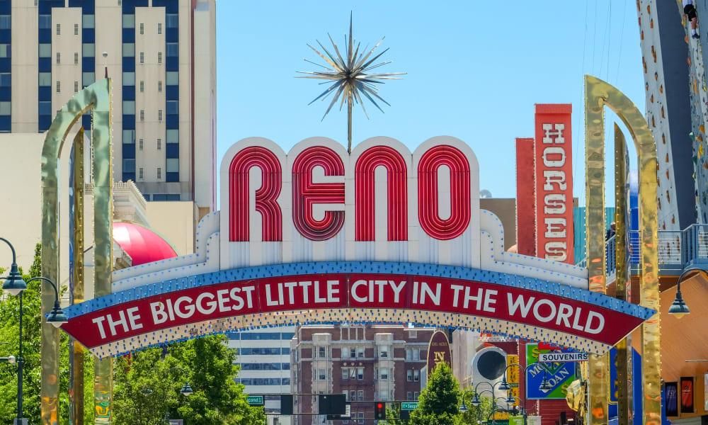 Reno sign in Nevada, near Courtyard Centre Apartments
