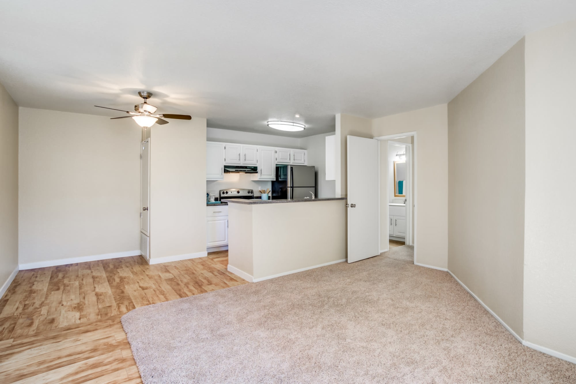 open and spacious floor plan with dining and kitchen room view