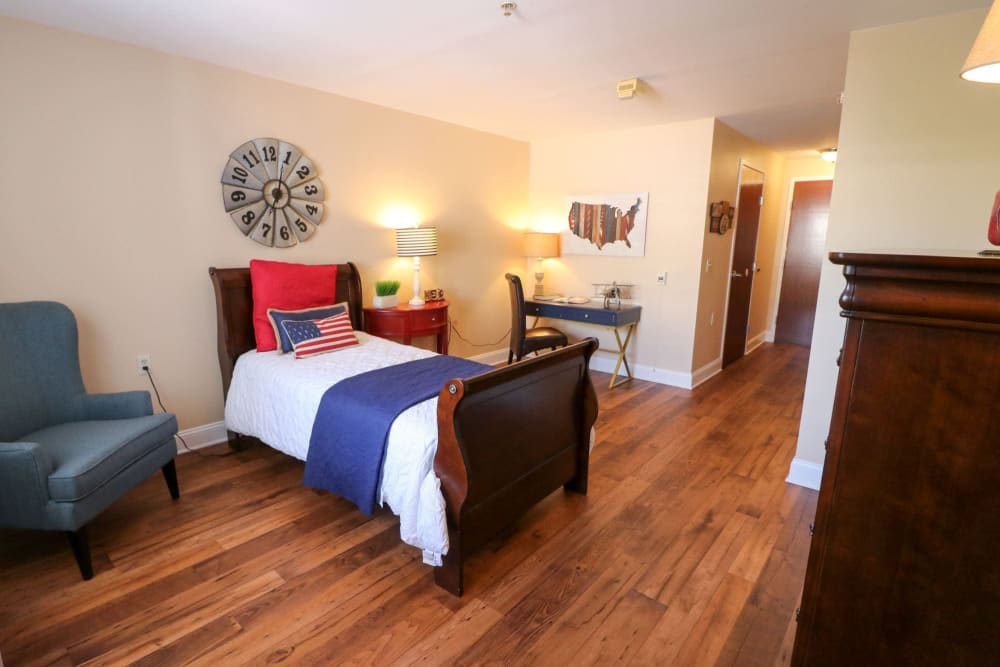 A spacious, decorated bedroom at Harmony at Ironbridge in Chester, Virginia
