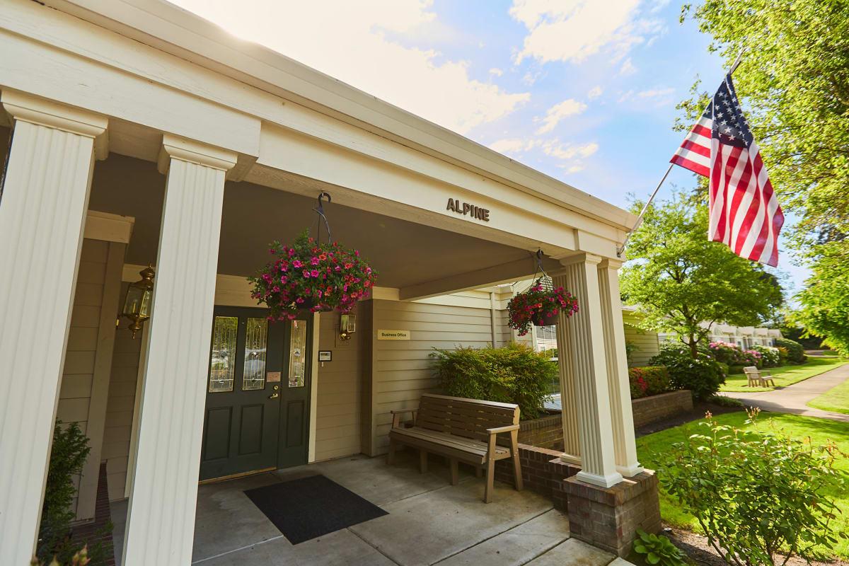 The main entrance at Farmington Square Tualatin in Tualatin, Oregon