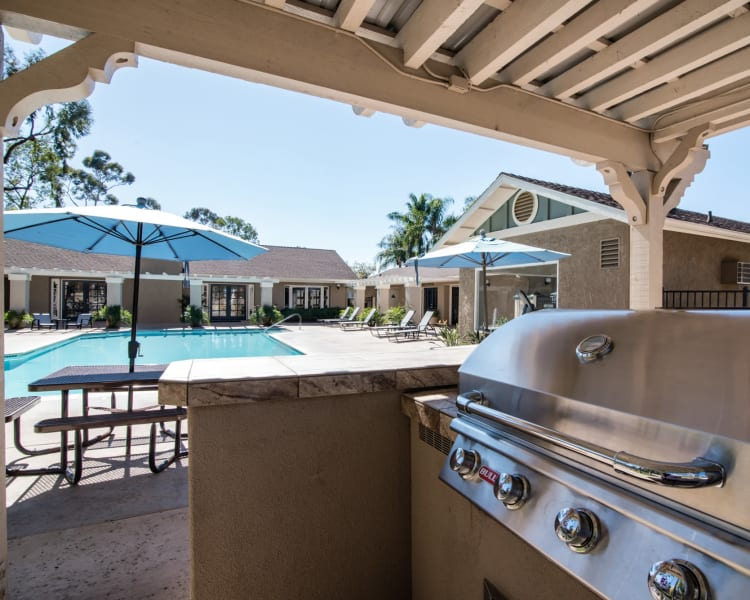 Click to see our amenities at Lakeview Village Apartments in Spring Valley, California