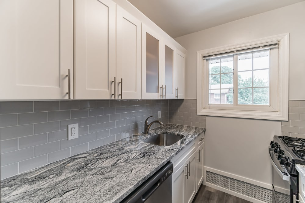 Kitchen area area with granite countertops at Eagle Rock Apartments at Mineola in Mineola, New York