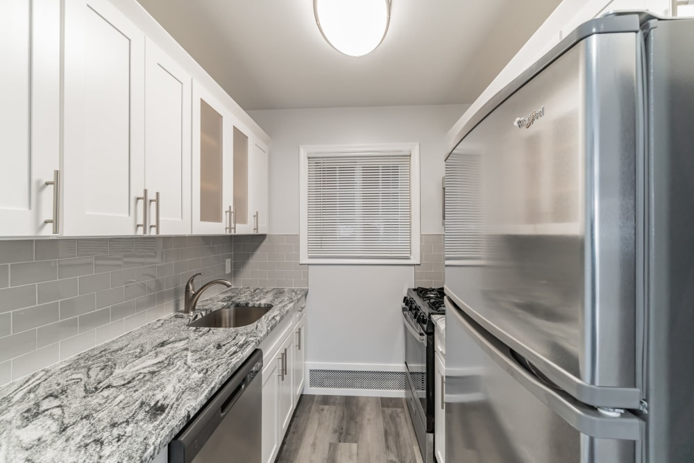Kitchen area area at Eagle Rock Apartments at Mineola in Mineola, New York