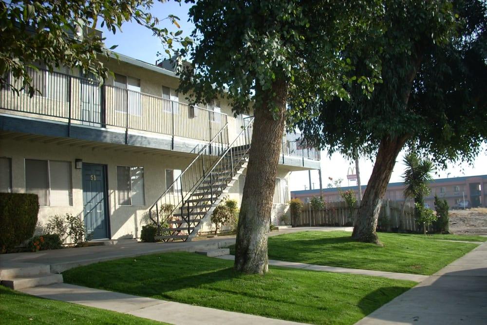 Landscaped exterior at El Potrero Apartments in Bakersfield, California