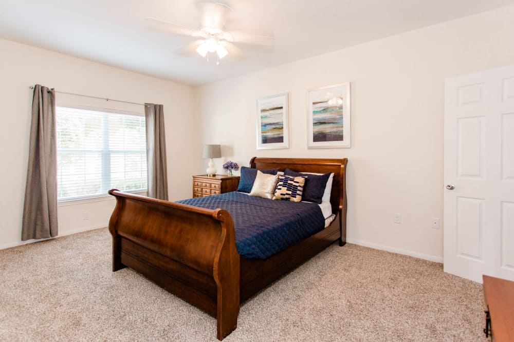 Willow Lake Apartments offers a beautiful bedroom in Katy, Texas