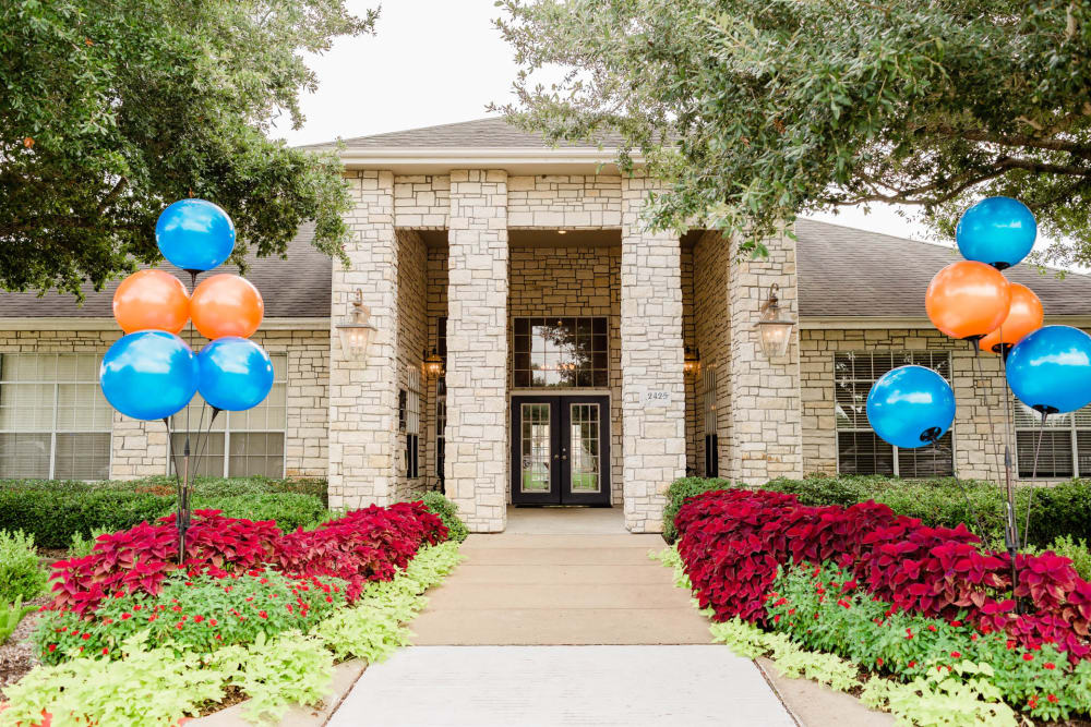 Beautiful clubhouse at apartments in Katy, Texas