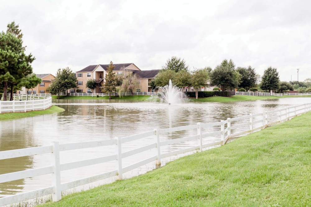 Beautiful pond with fountain at Willow Lake Apartments in Katy, Texas