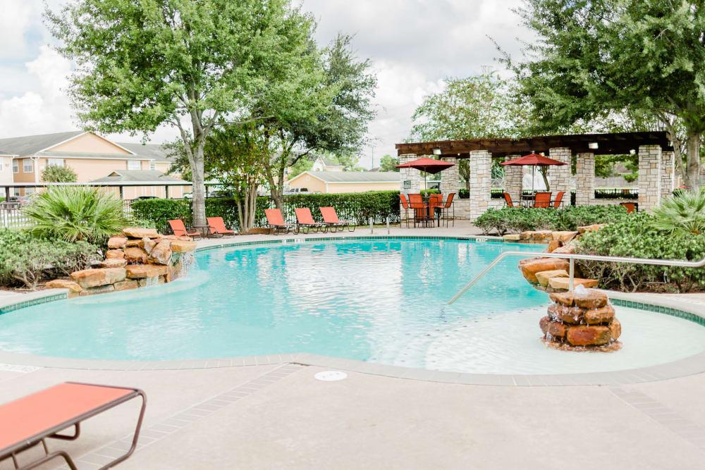Beautiful swimming pool at Willow Lake Apartments in Katy, Texas