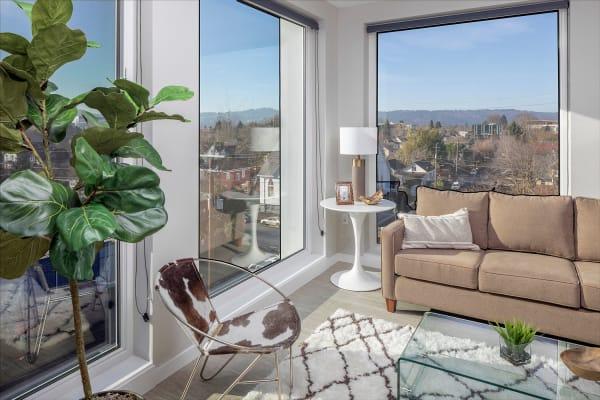 Sandy Fifty One apartments in Portland, Oregon