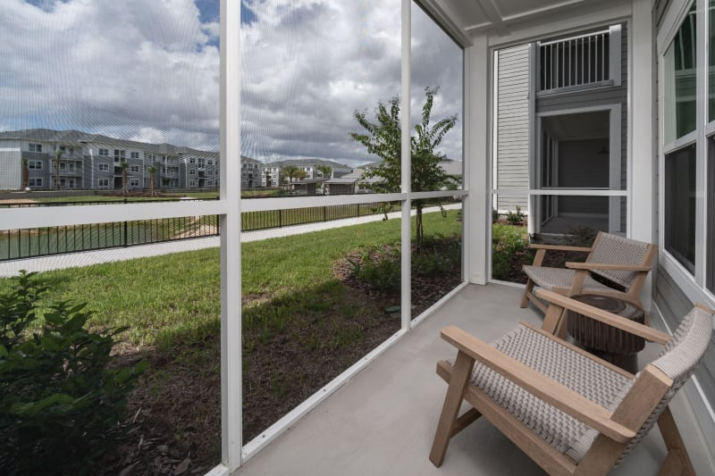 Exterior facade and out door porch at Reunion at 400 in Kissimmee, Florida