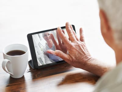 Senior using iPad at Maplewood Senior Living