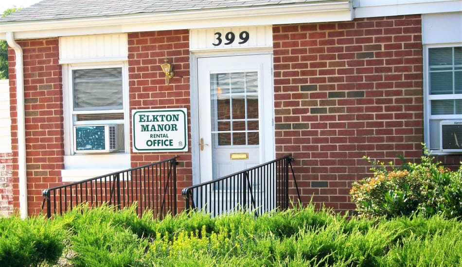 Entrance to the Elkton Manor Apartments office