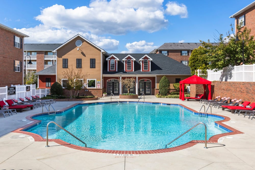 Resort style swimming pool on a beautiful day at Ascend @ 1801 in Charlotte, North Carolina