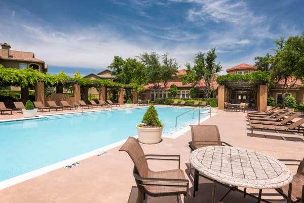 Beautiful swimming pool at Estates on Frankford in Dallas, Texas