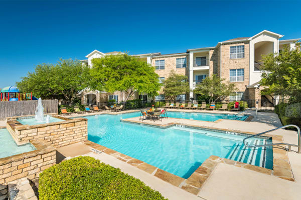 Luxury swimming pool at Stoneybrook Apartments & Townhomes in San Antonio, Texas