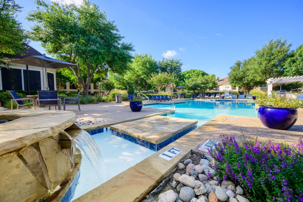 Fountain flowing into the pool at 23Hundred @ Ridgeview in Plano, Texas